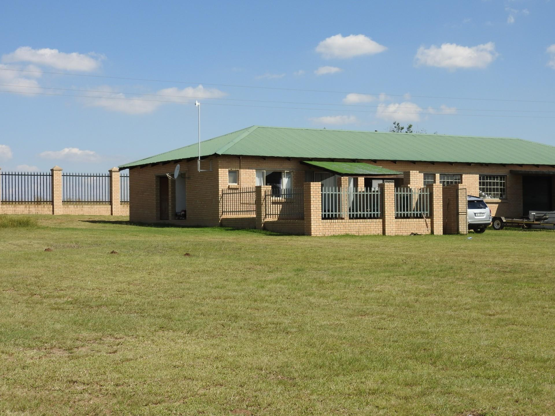 8 Bedroom House For Sale in Vaal Marina