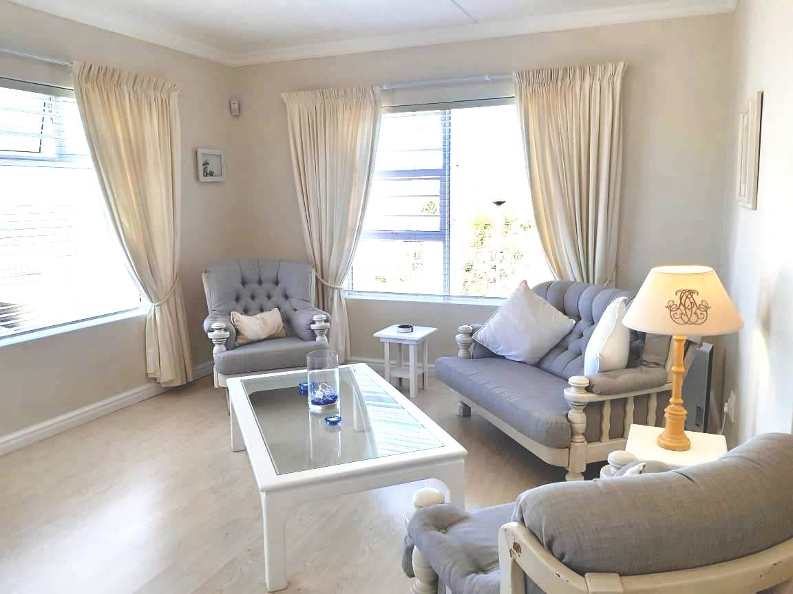 2 Bedroom Apartment / Flat To Rent in Knysna Heights