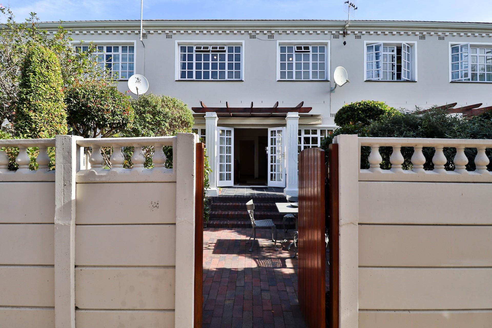 3 Bedroom Townhouse For Sale in Newlands