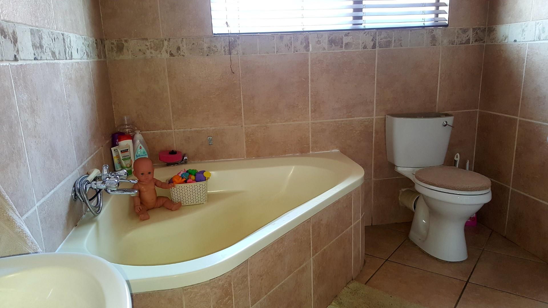 3 Bedroom House For Sale in Southdowns Estate