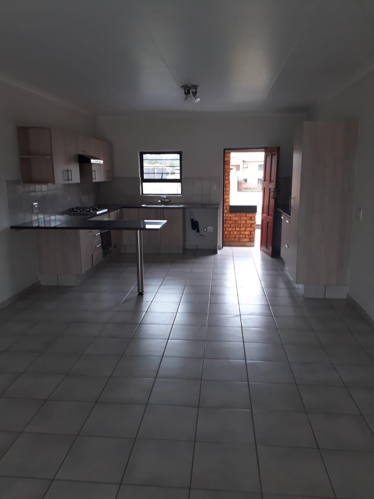 3 Bedroom Townhouse To Rent in New Market