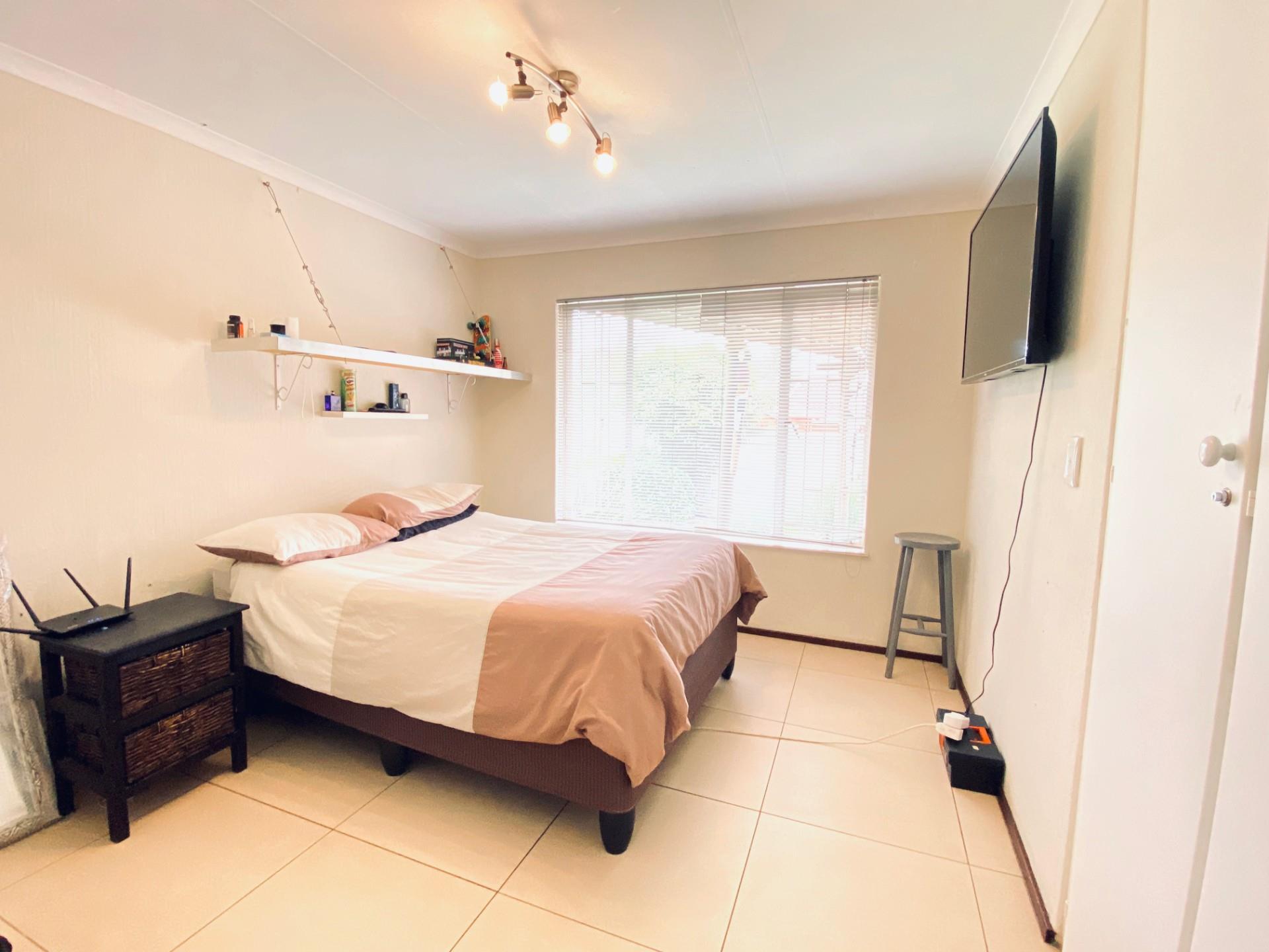 3 Bedroom Townhouse For Sale in Sundowner