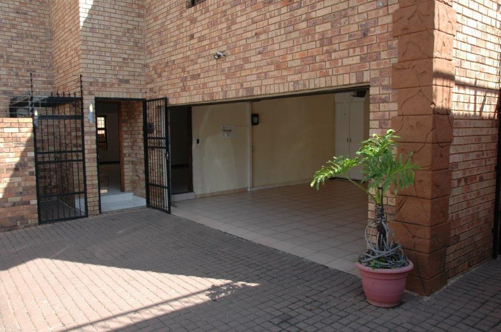 4 Bedroom House To Rent in Bedfordview