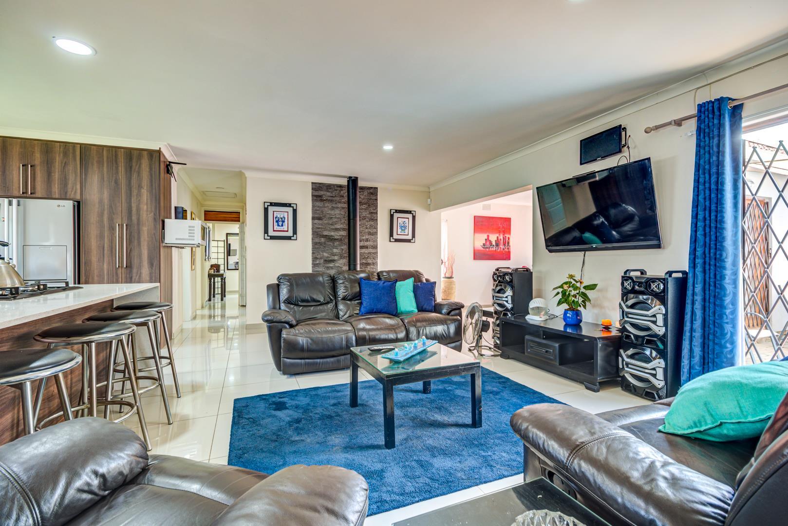 4 Bedroom House For Sale in Van Riebeeck Park