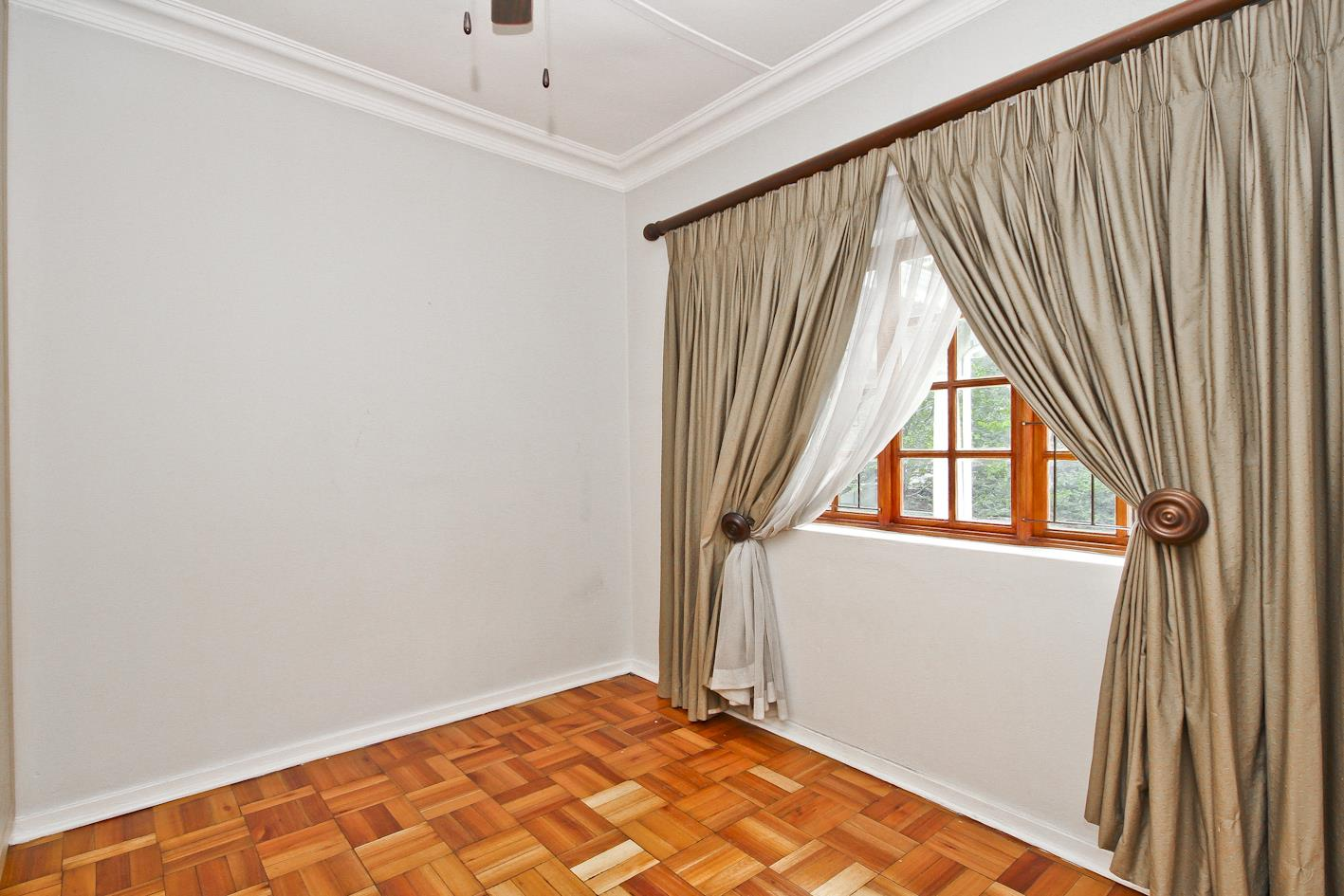 4 Bedroom House For Sale in Lakeside