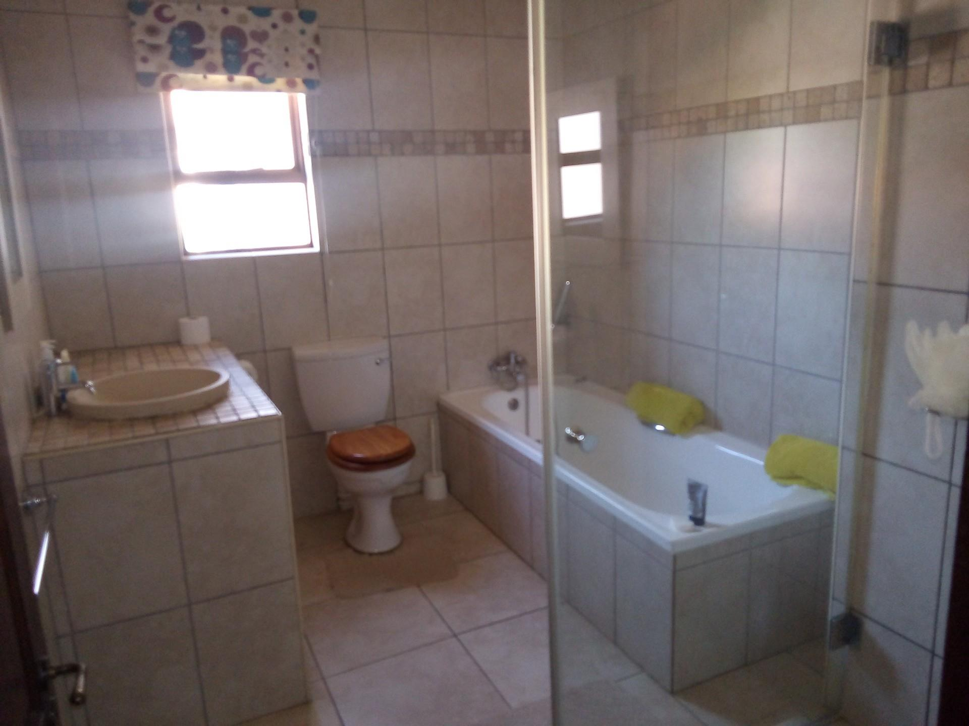 6 Bedroom House For Sale in Ruimsig Country Estate