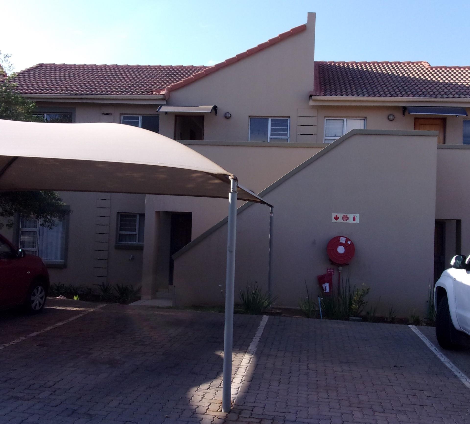 2 Bedroom Apartment / Flat To Rent in Leeuwenhof Estate