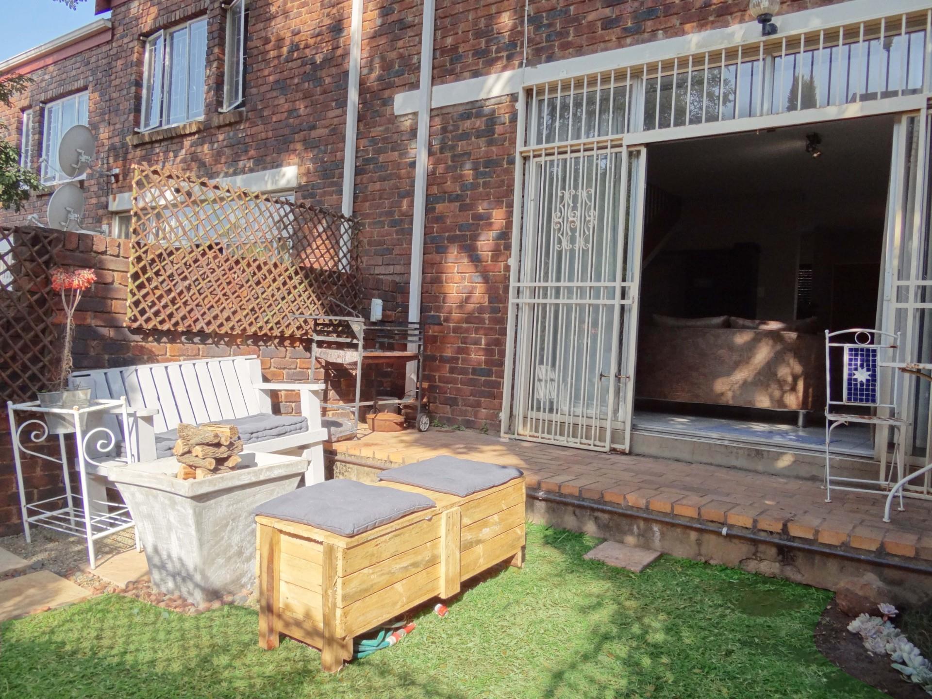 2 Bedroom Townhouse For Sale in Moreleta Park