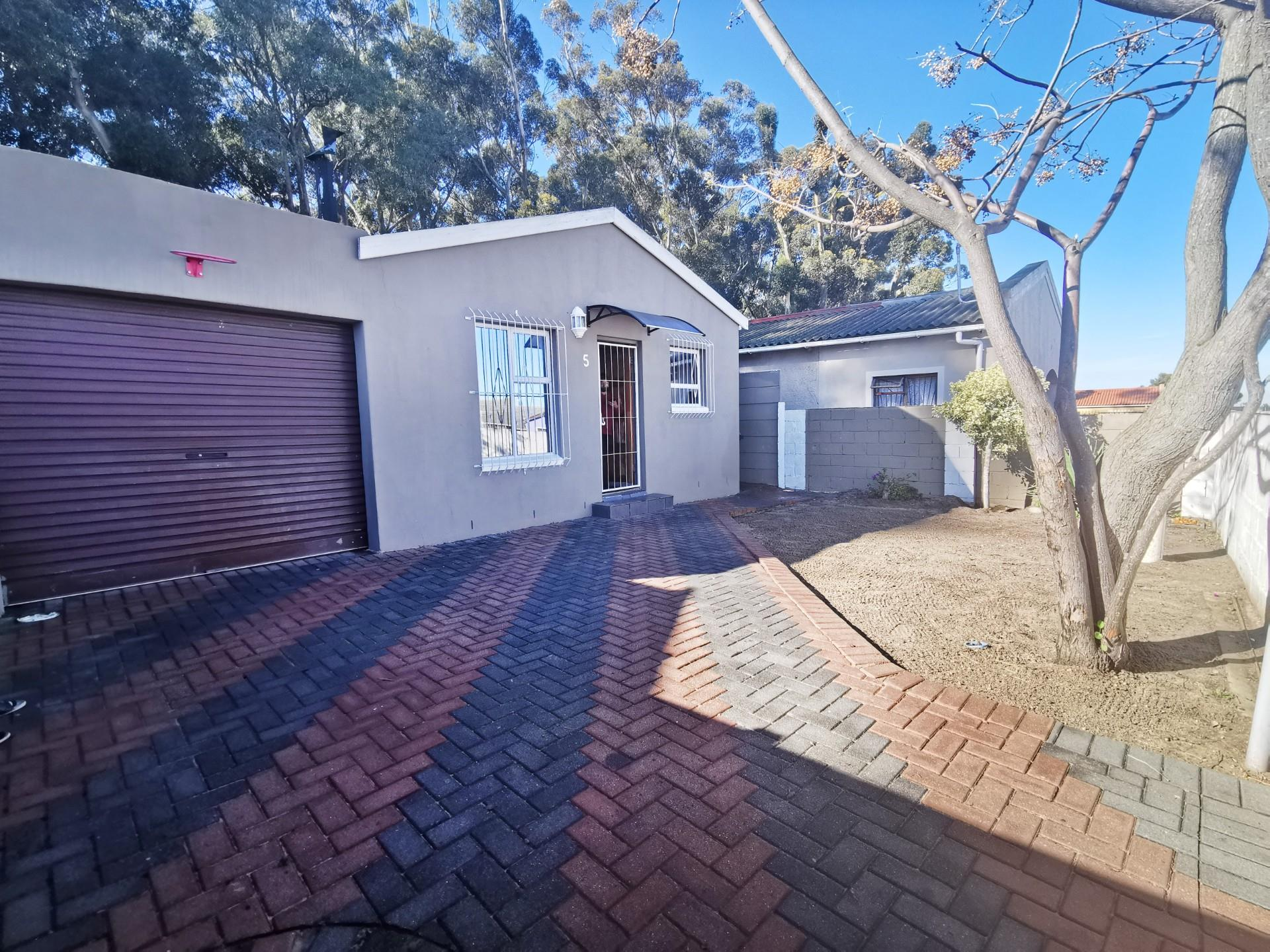 4 Bedroom House For Sale In Beacon Hill Re Max Of Southern Africa