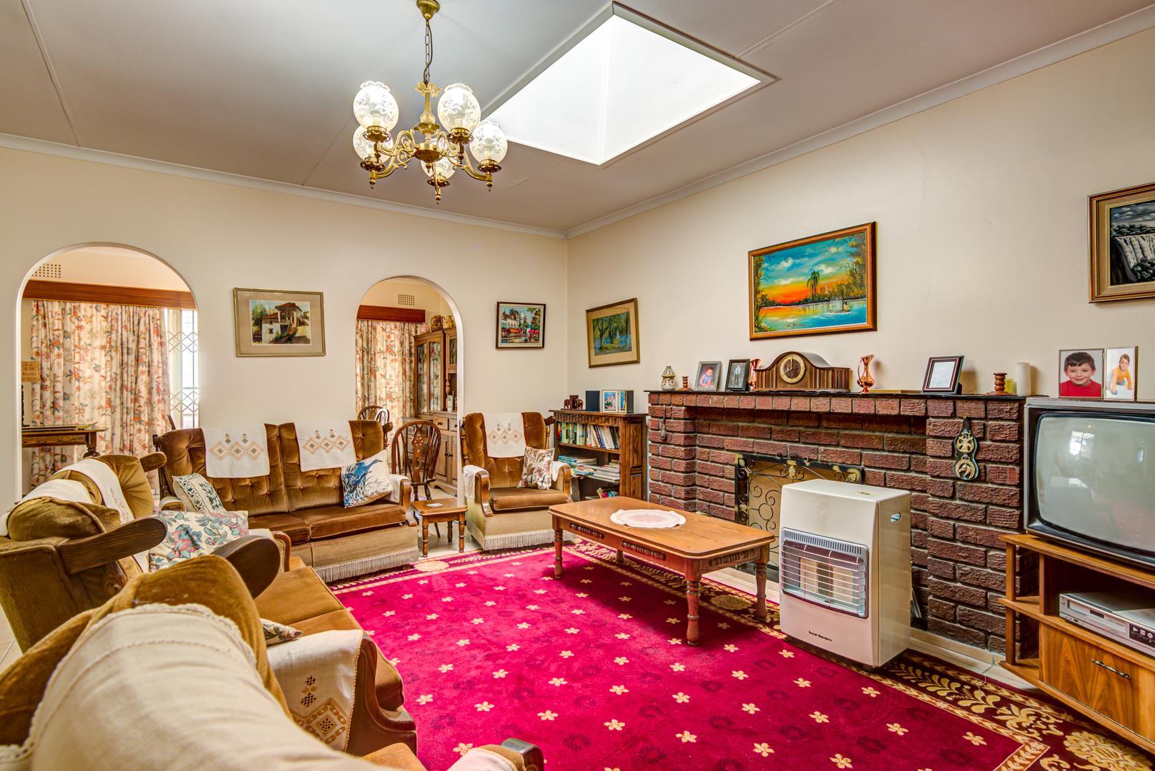 4 Bedroom House For Sale in Glen Marais