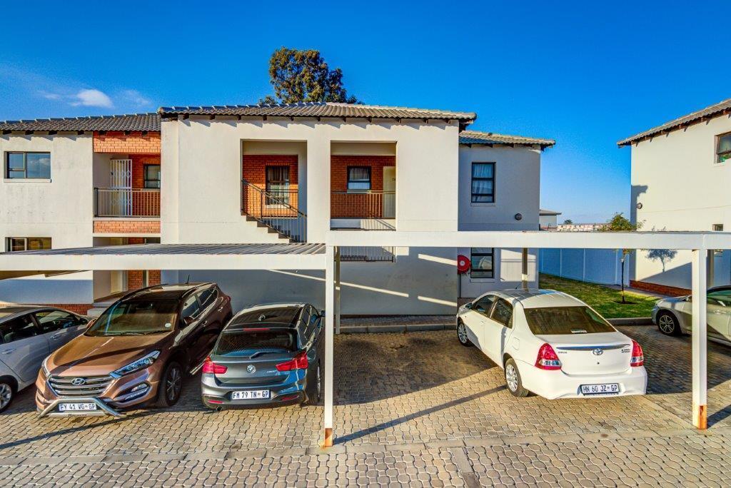 2 Bedroom Townhouse For Sale in Pomona