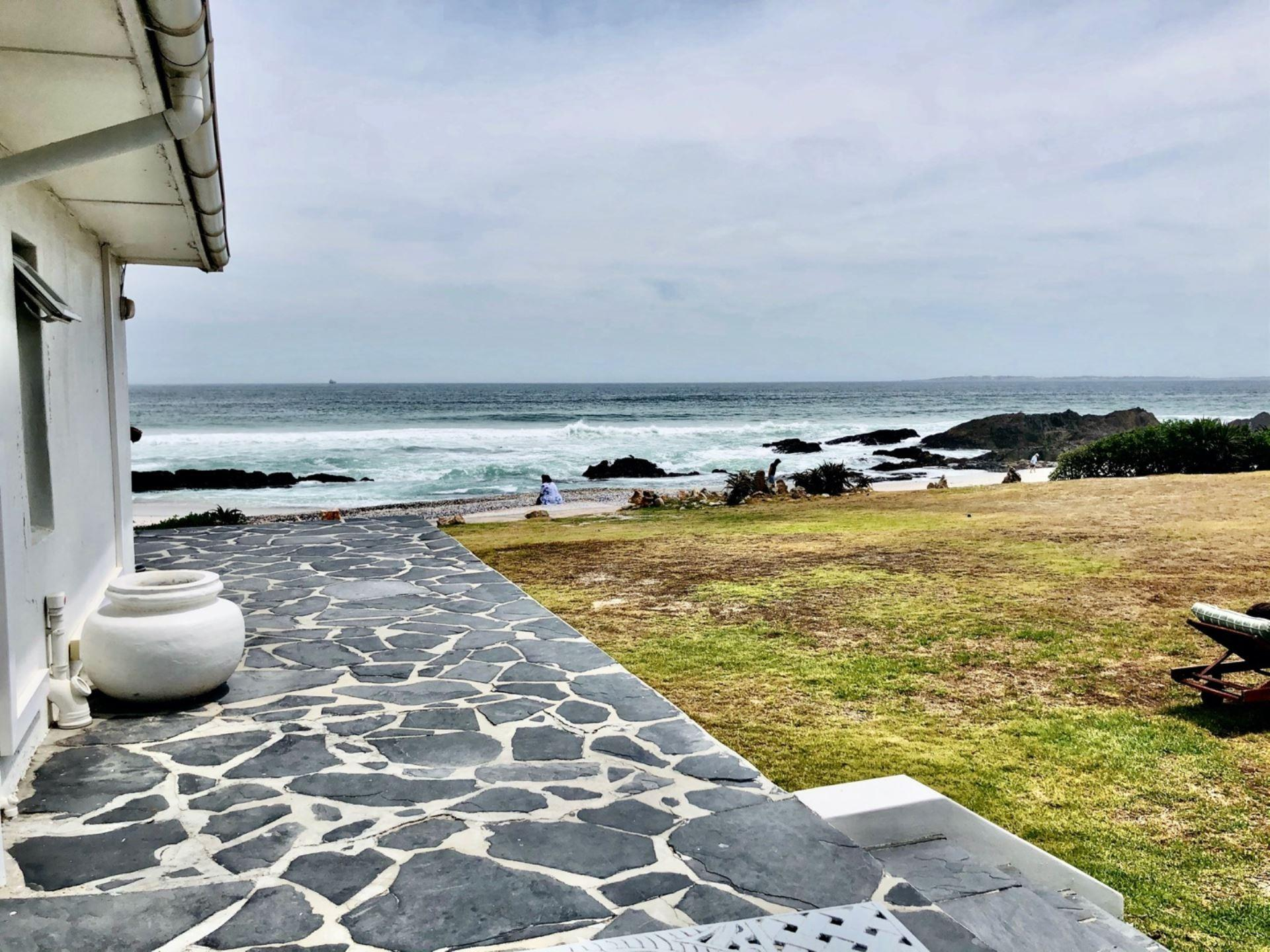 9 Bedroom House For Sale in Bloubergstrand
