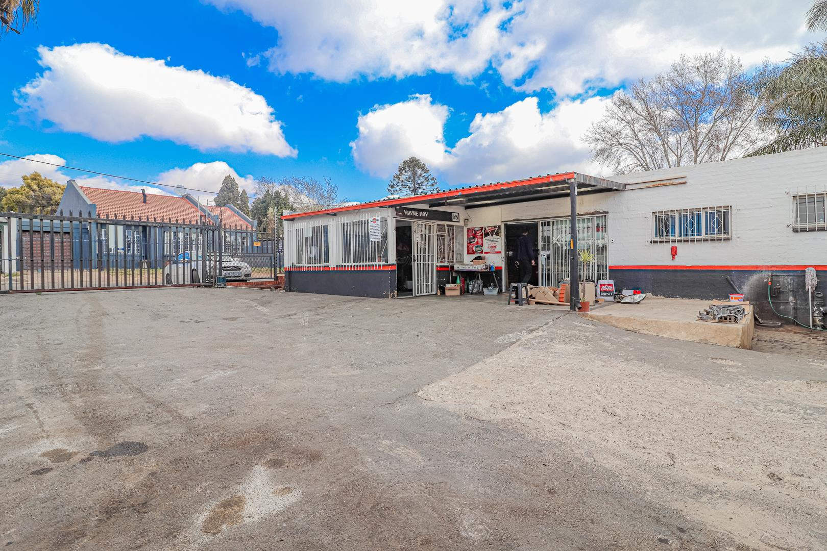 Commercial Property in Albertskroon For Sale