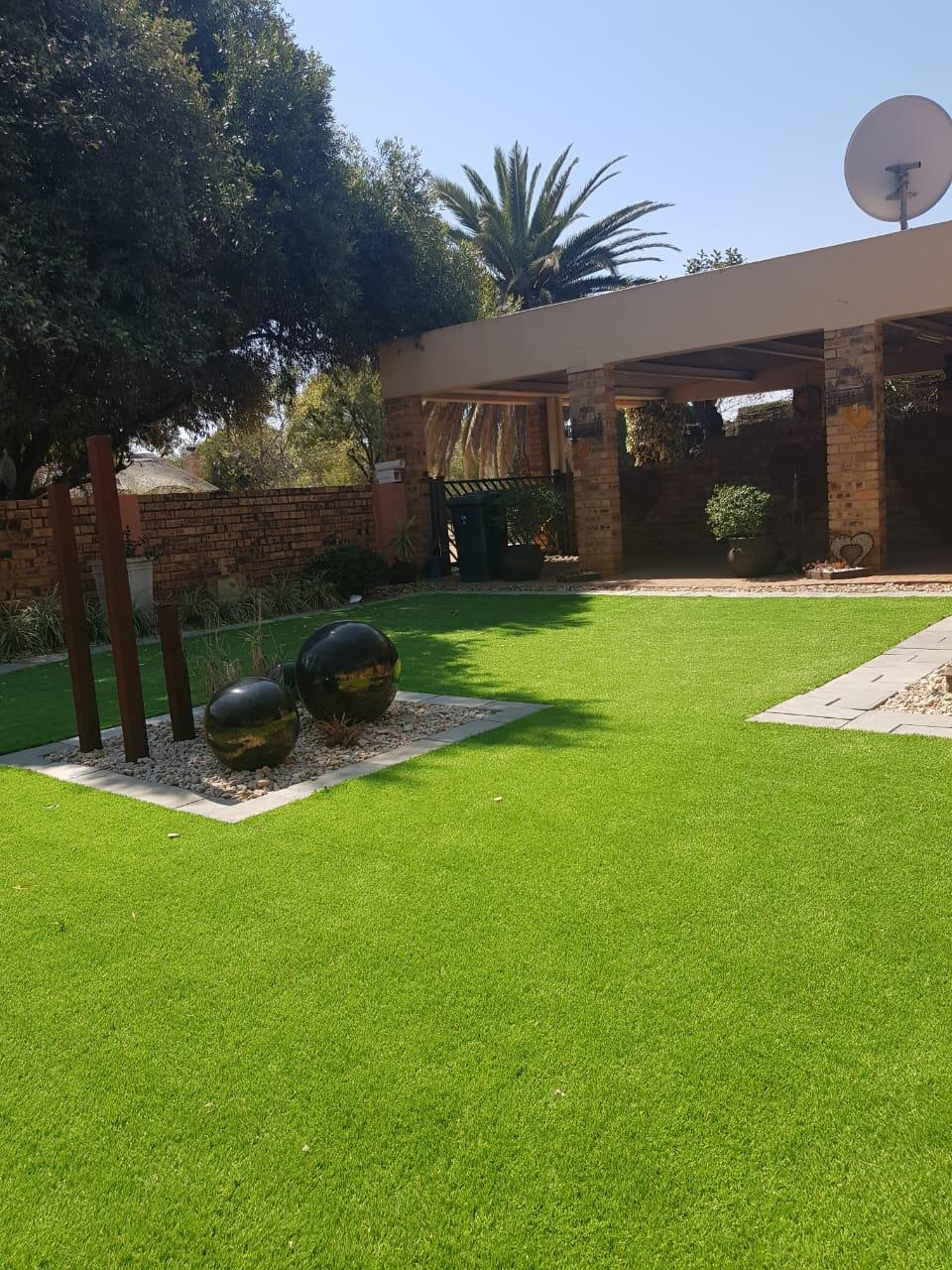 2 Bedroom Townhouse For Sale in Stilfontein