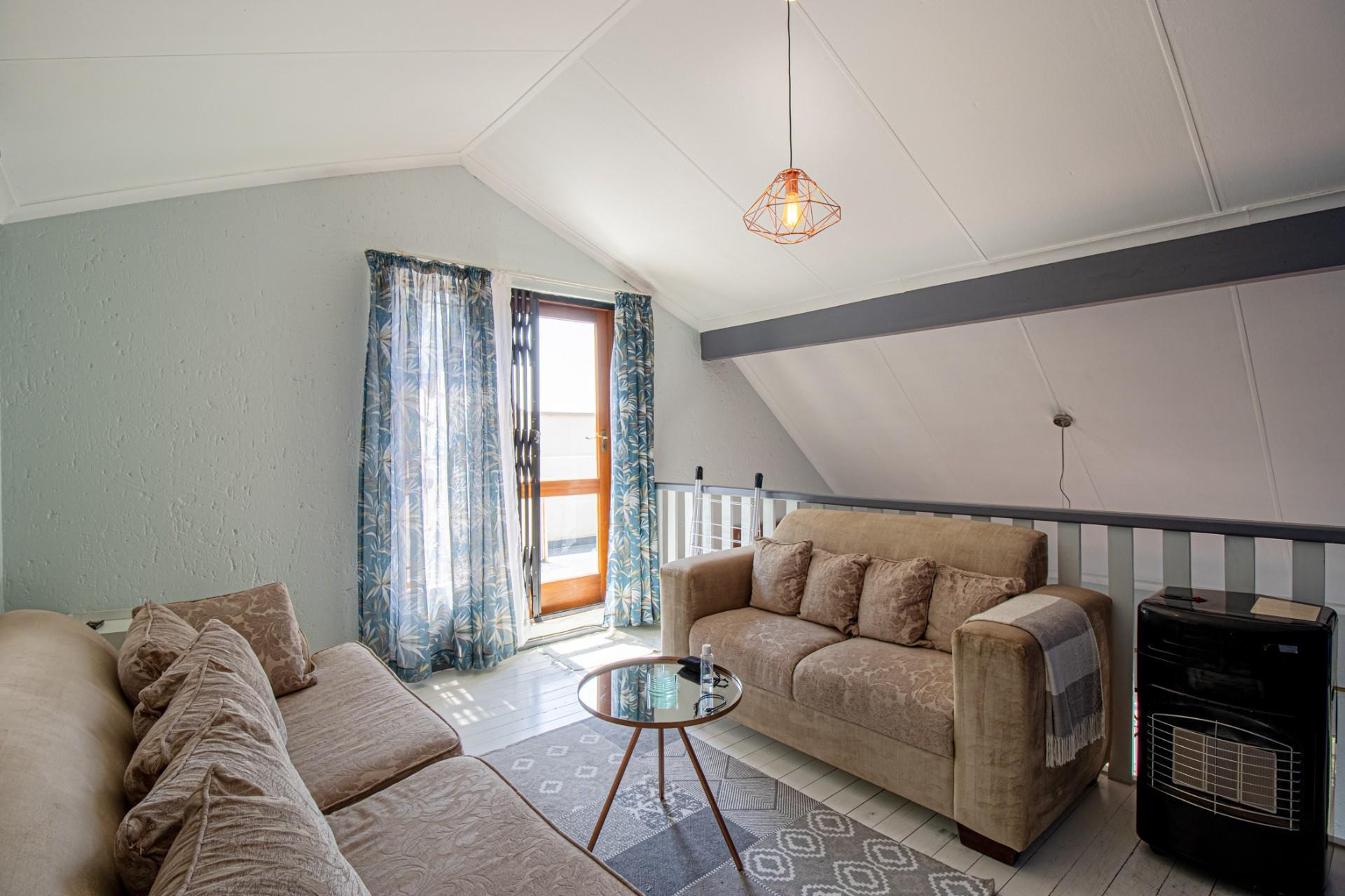2 Bedroom Townhouse For Sale in Allen's Nek