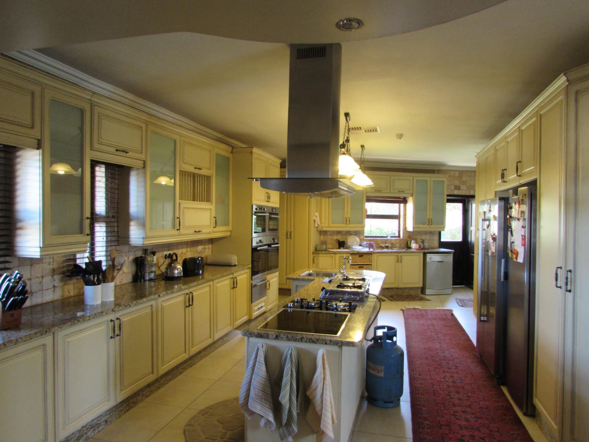 8 Bedroom House For Sale in Mokolodi 1