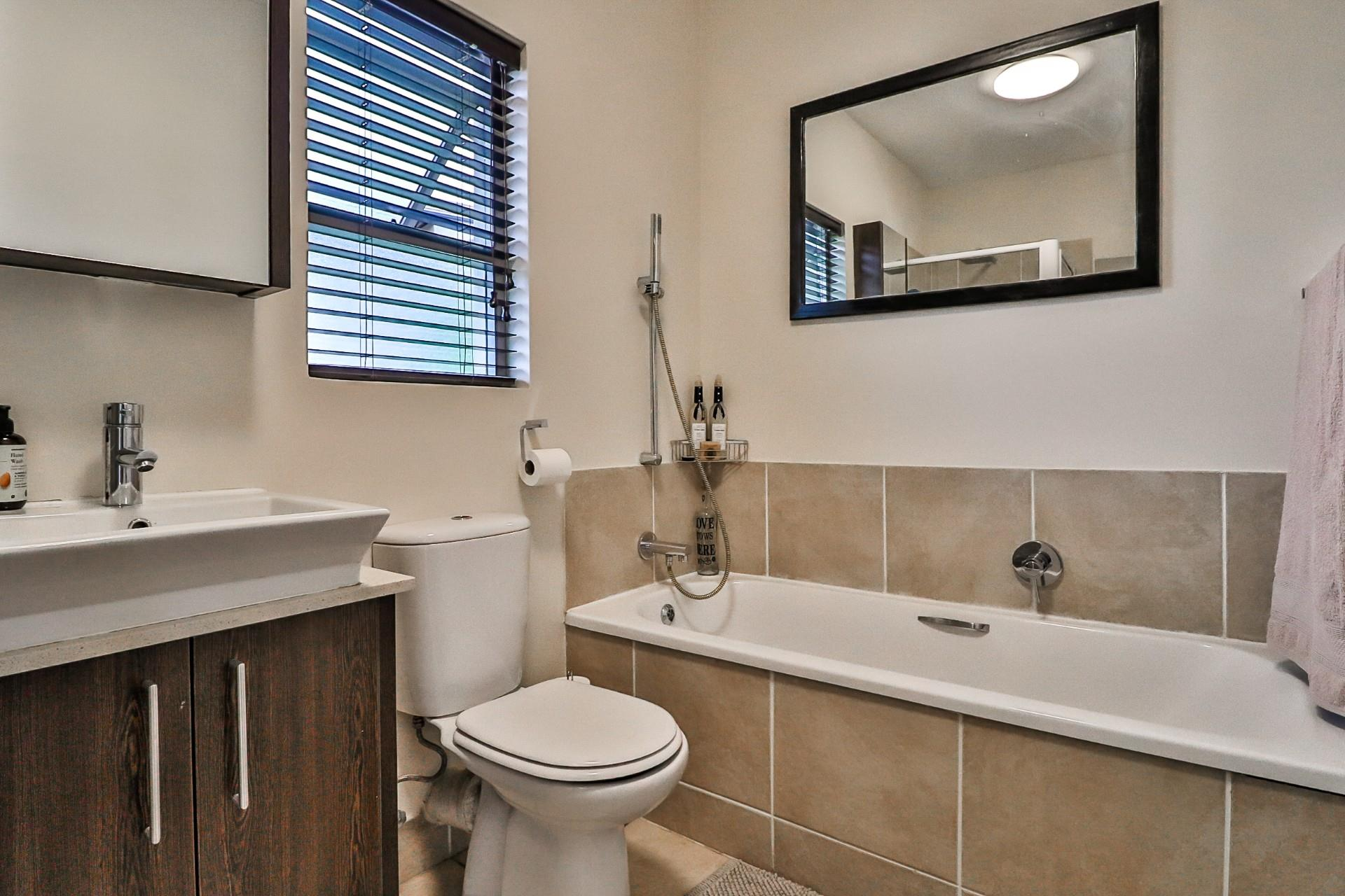 1 Bedroom Apartment / Flat For Sale in Lonehill