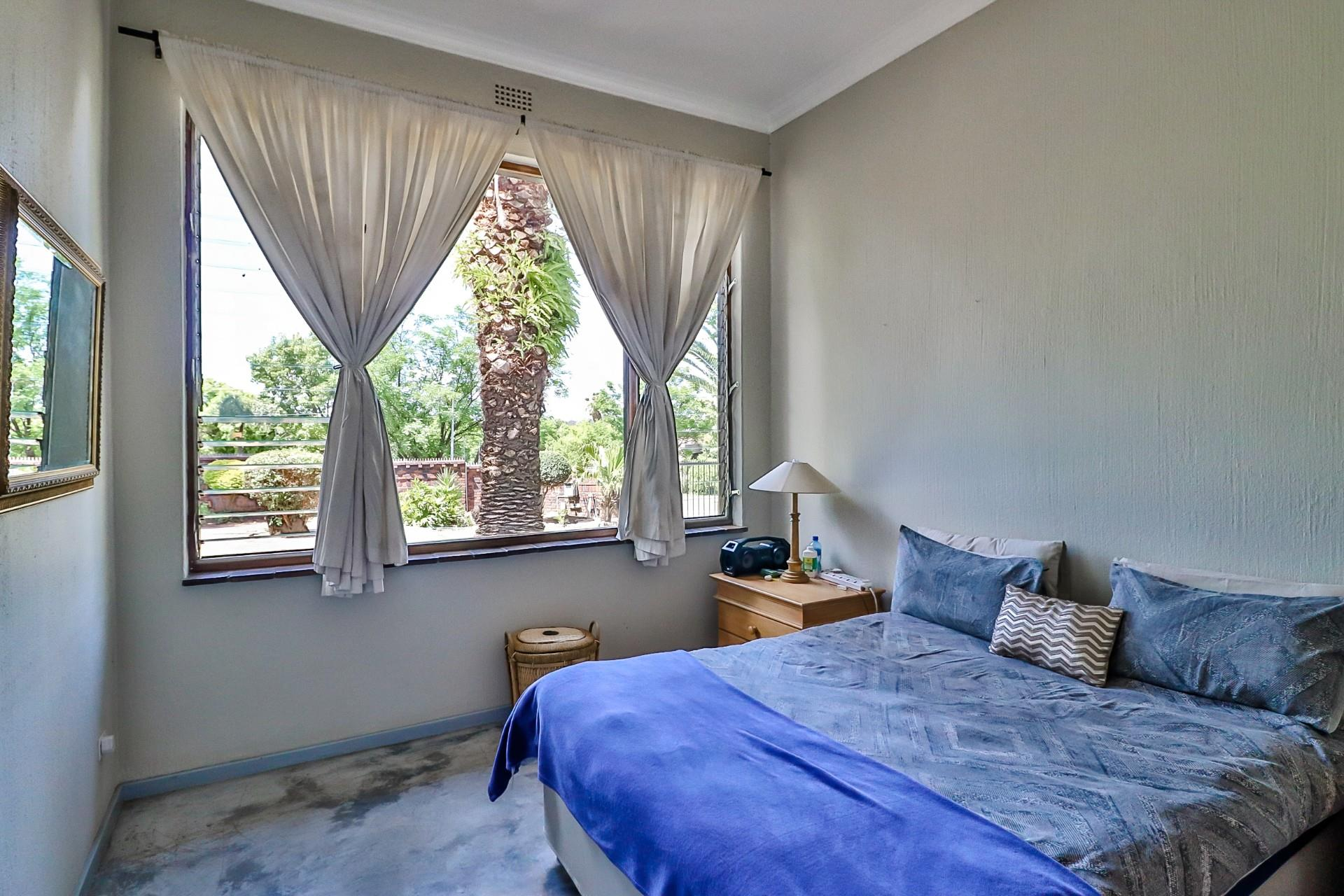 5 Bedroom House For Sale in Bryanston