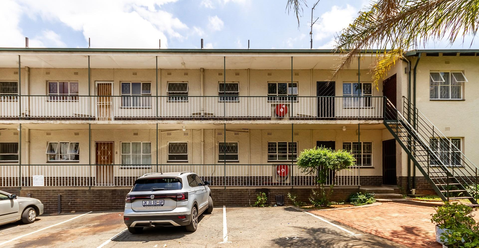 2 Bedroom Townhouse For Sale in Windsor East