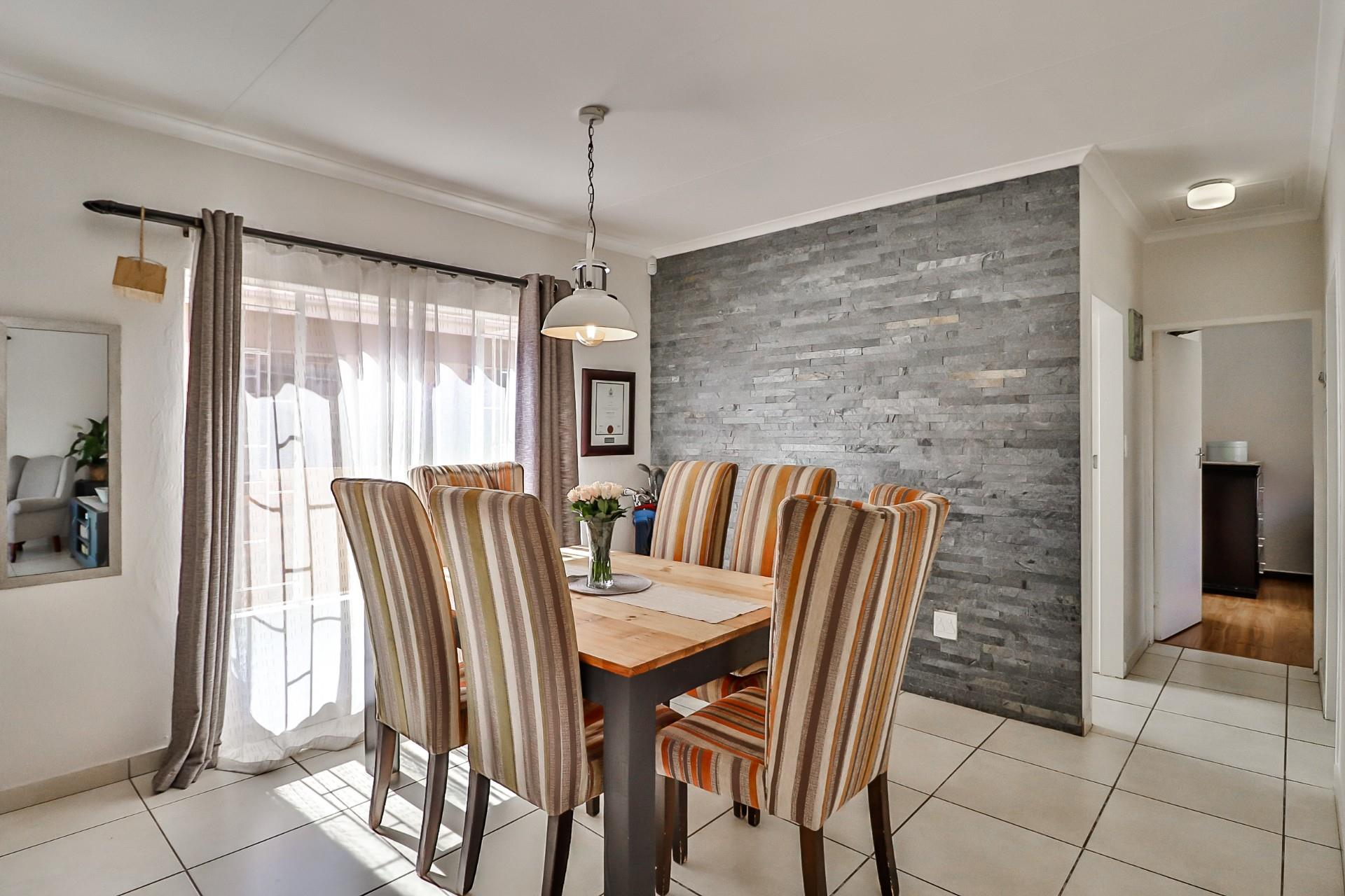 2 Bedroom House For Sale in North Riding