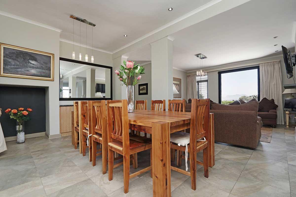 4 Bedroom House For Sale in Rosendal