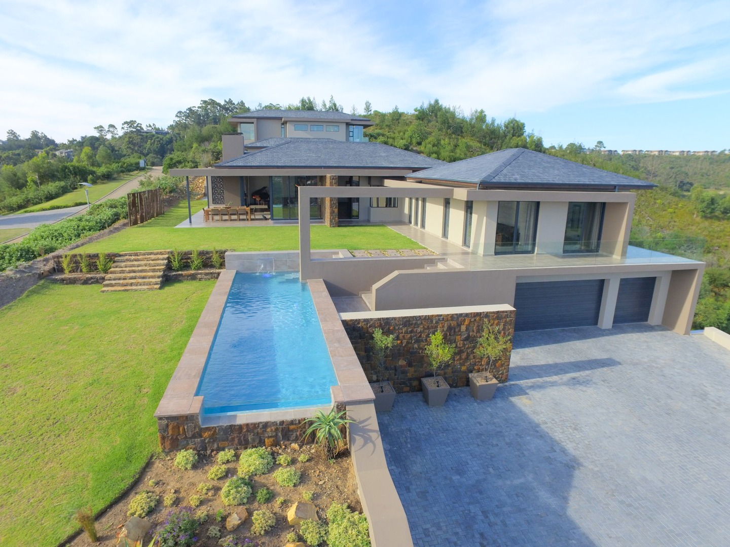 5 Bedroom House For Sale in Simola
