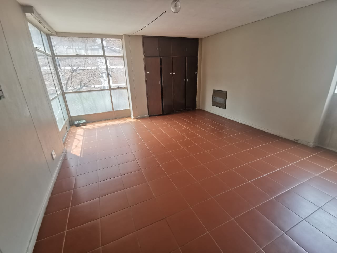 0.5 Bedroom Apartment / Flat To Rent in Hillbrow