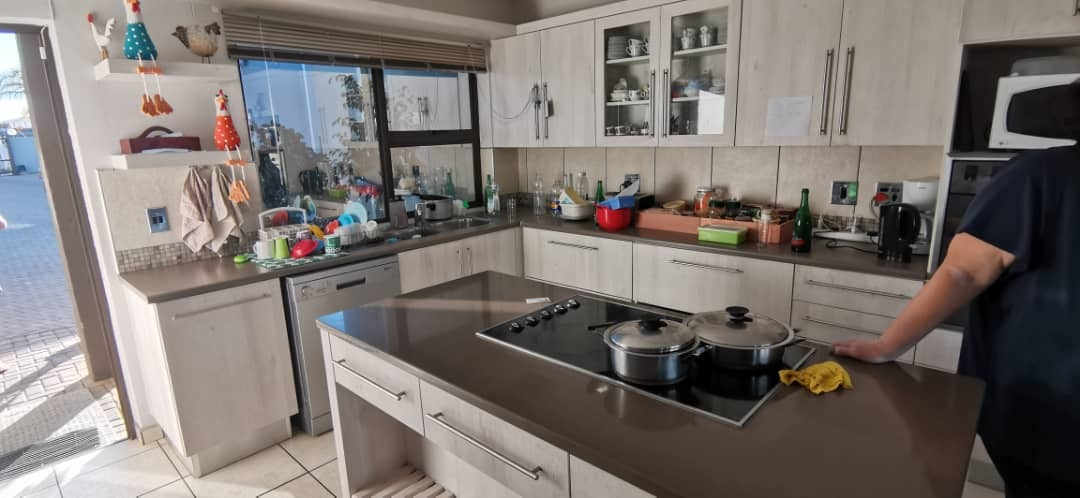 3 Bedroom Townhouse For Sale in Kleine Kuppe