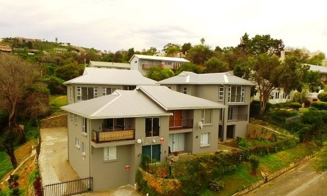 3 Bedroom Townhouse To Rent in Knysna Heights