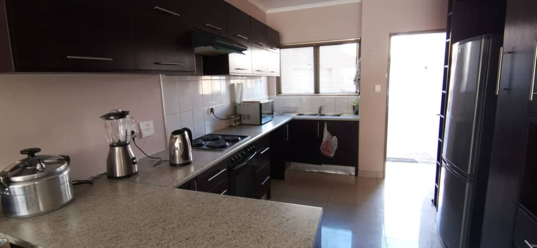 3 Bedroom Townhouse For Sale in Cimbebasia