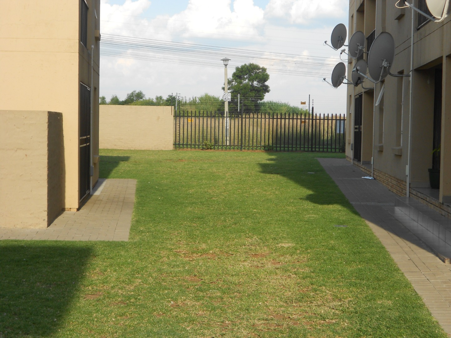 3 Bedroom Townhouse For Sale in Albertsdal