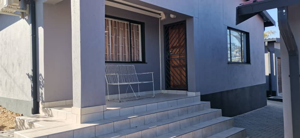 9 Bedroom House For Sale in Pioniers Park