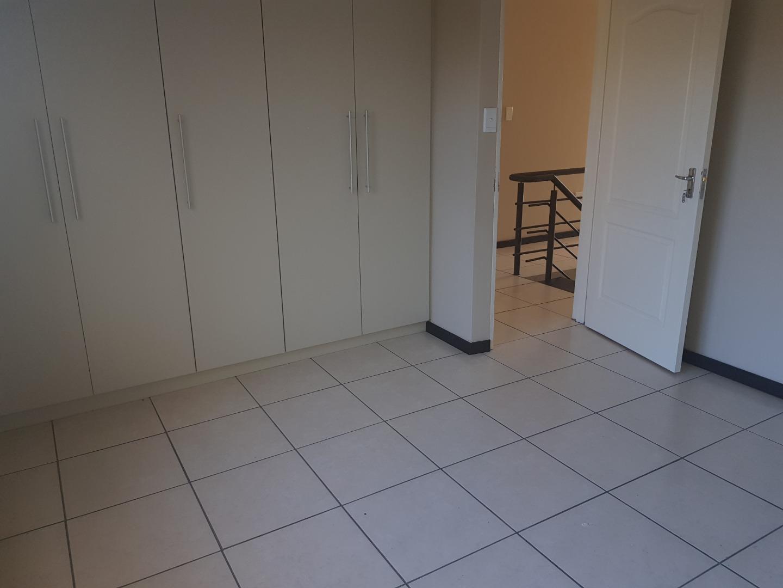 3 Bedroom Townhouse For Sale in Tauben Glen