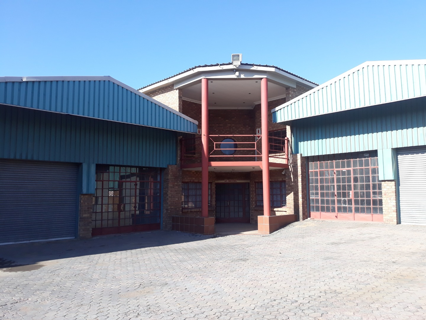 Industrial Property in Apex To Rent