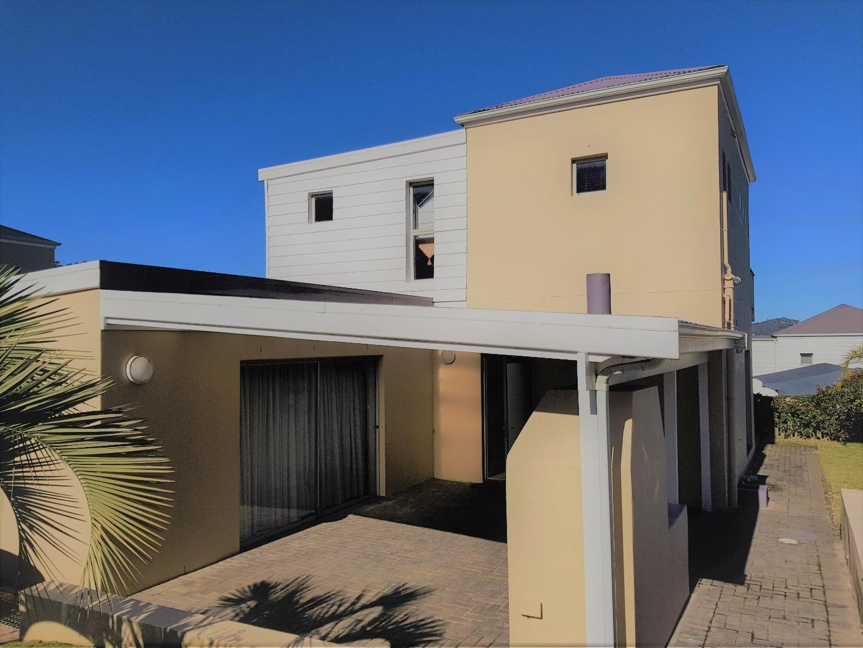 3 Bedroom Townhouse For Sale in Costa Sarda