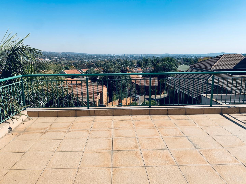 4 Bedroom Townhouse To Rent in Garsfontein