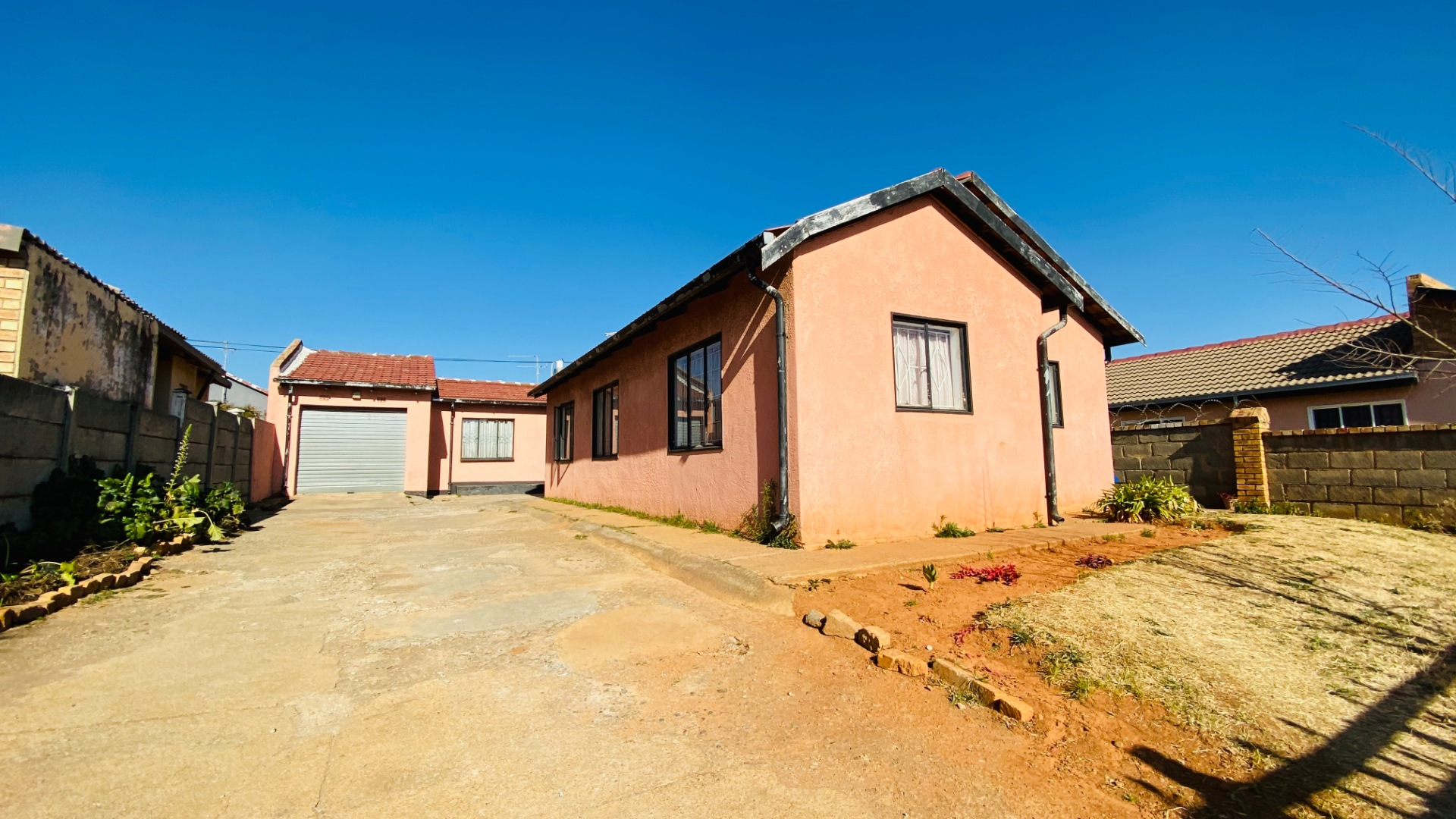3 Bedroom House For Sale in Lenasia South
