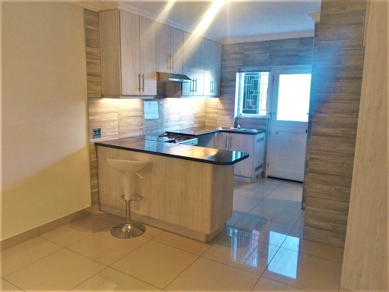 1 Bedroom Apartment / Flat To Rent in Paradise