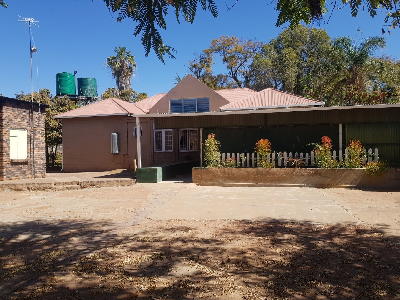 4 Bedroom House To Rent in Lephalale Rural