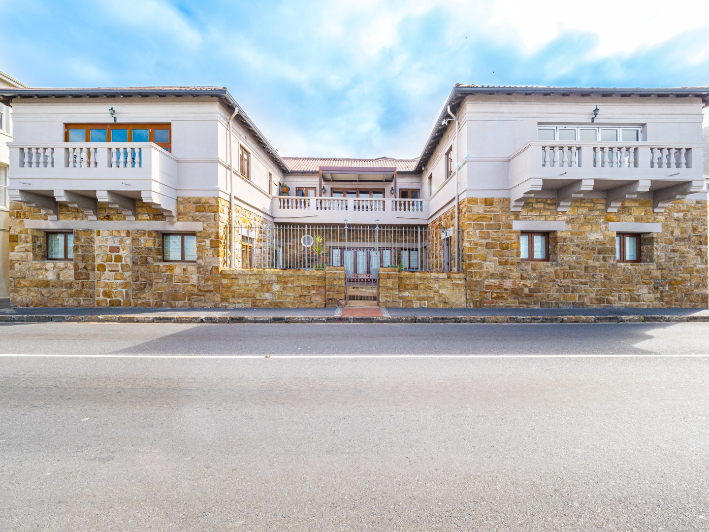 2 Bedroom Apartment / Flat For Sale in Kalk Bay