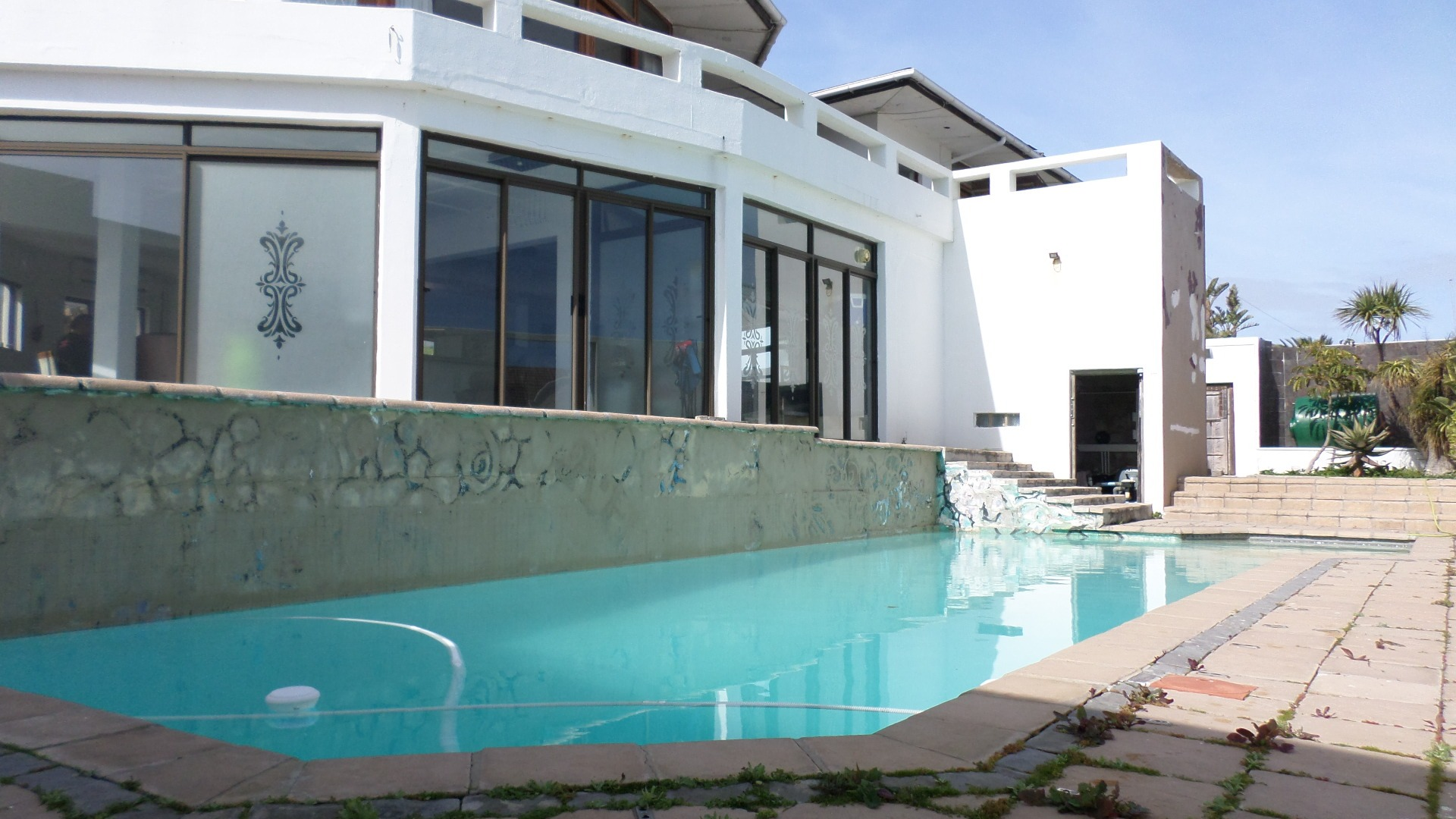 12 Bedroom House For Sale in Bloubergstrand