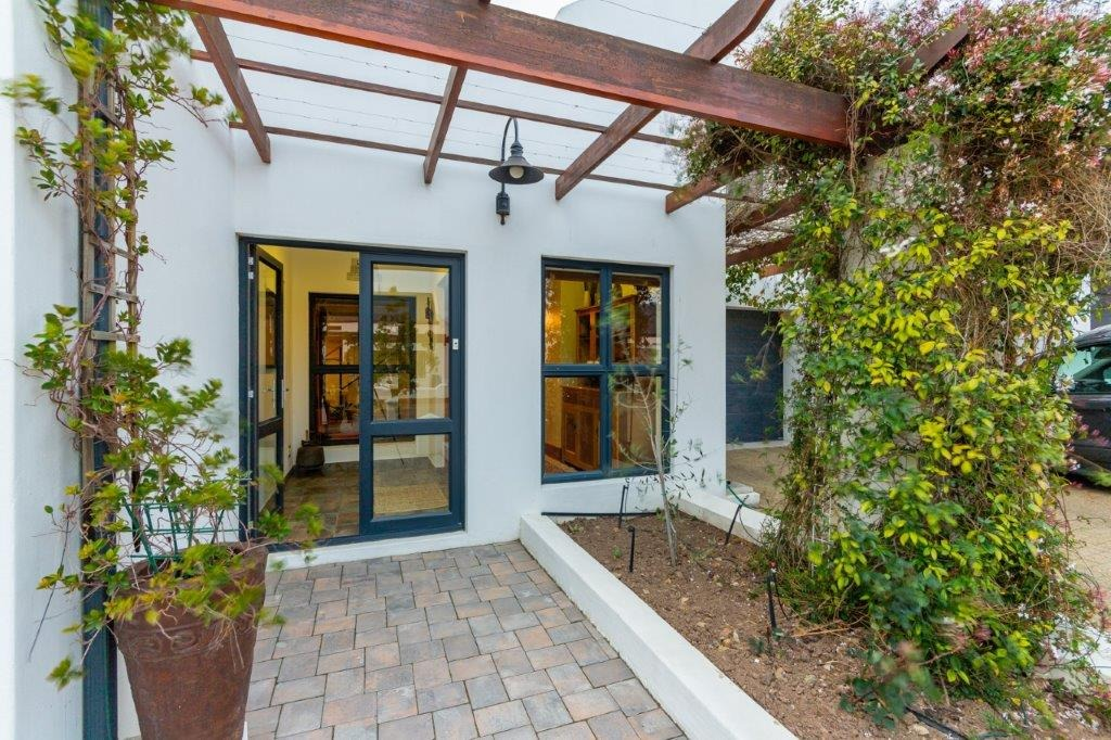 4 Bedroom House For Sale in Croydon Olive Estate
