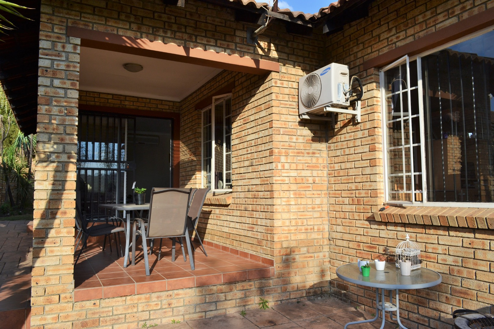 3 Bedroom Townhouse For Sale in Thatchfield Estate