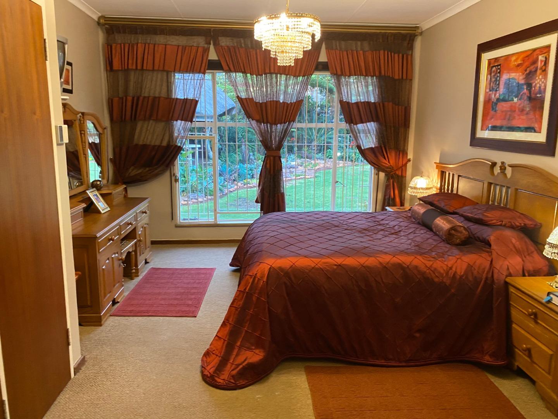 4 Bedroom House For Sale in Waverley