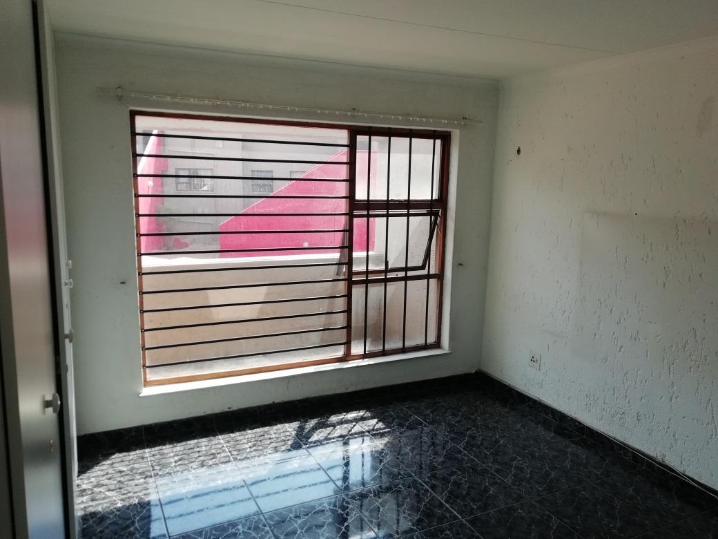 2 Bedroom Townhouse For Sale in Ridgeway