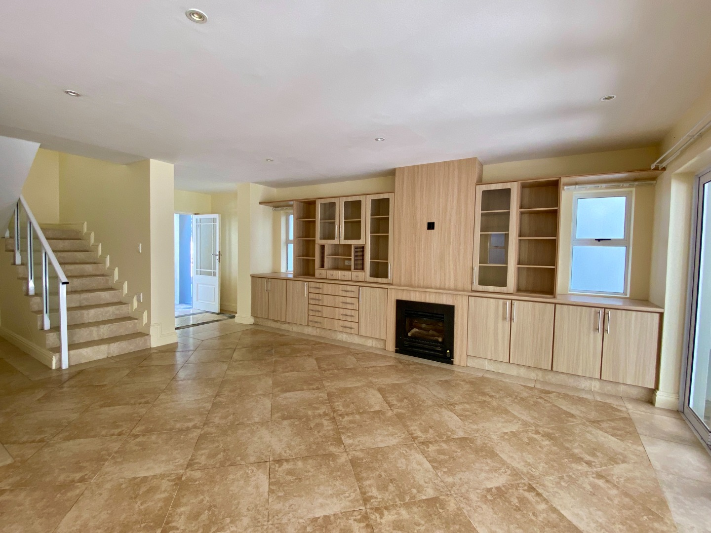 4 Bedroom House For Sale in Wilderness Central