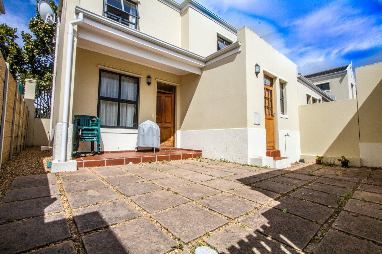 2 Bedroom Townhouse For Sale in Royal Ascot