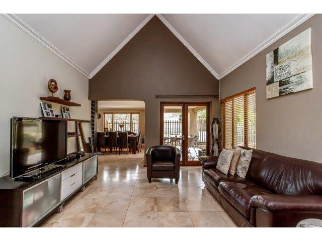 3 Bedroom House For Sale in Cedar Lakes