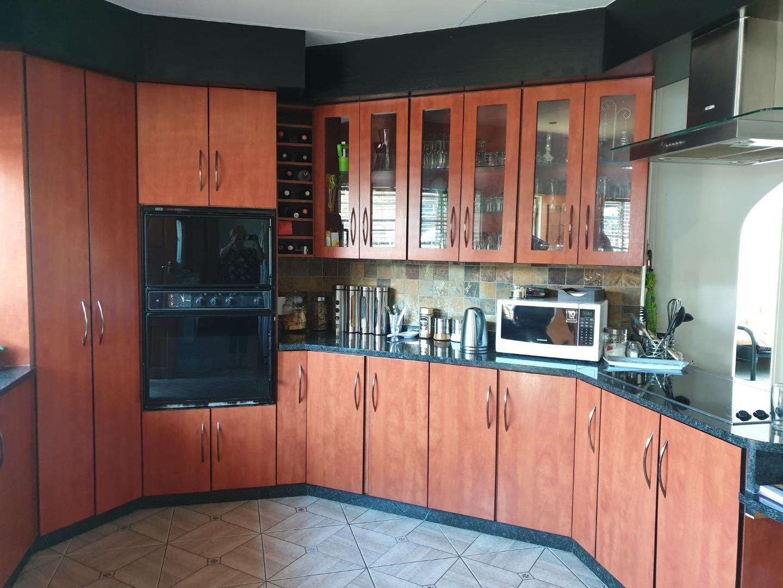 4 Bedroom House For Sale in Rooihuiskraal