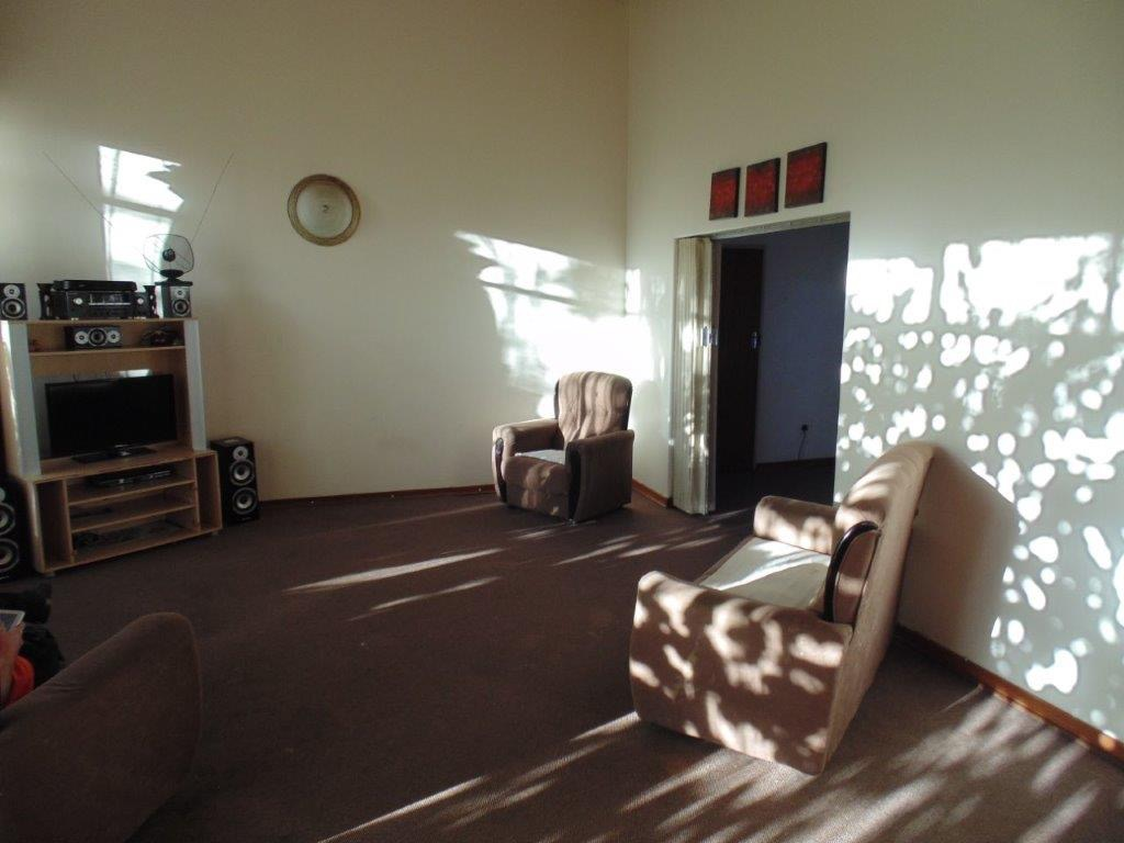 6 Bedroom House For Sale in Clubville